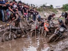 """Hội """"Min-khờ"""" miền Bắc tổ chức cuộc thi """"tắm bùn"""" hấp dẫn nhất từ trước đến nay"""