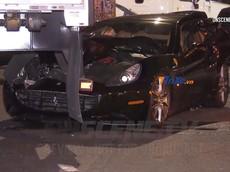 Bị đâm từ phía sau, Ferrari California rúc vào gầm xe đầu kéo và hỏng nặng