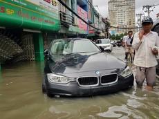 Loạt xe sang và xe thể thao thiệt hại nặng sau cơn bão số 9