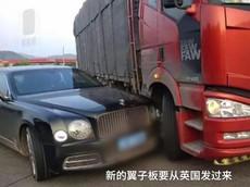 Lùi ở tốc độ cao, xe tải đâm trúng Bentley Mulsanne trị giá gần 27 tỷ đồng