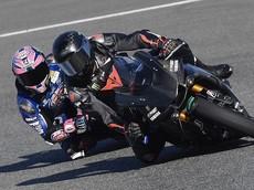 Đương kim vô địch F1 Lewis Hamilton gặp tai nạn với siêu mô tô Yamaha R1 ở giải WSBK
