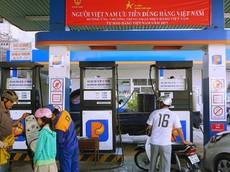 Giá xăng tiếp tục giảm gần 1.500 đồng về mức 17.000 đồng/lít từ 15 giờ chiều nay