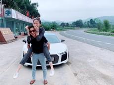 """Nghi vấn Cường """"Đô-la"""" lái siêu xe Audi R8 V10 Plus về quê bạn gái Đàm Thu Trang để làm lễ ăn hỏi?"""
