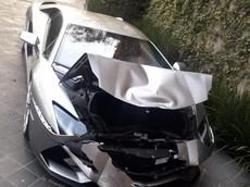 Chủ nhân quên kéo phanh tay, siêu xe Lamborghini Aventador S đâm vào Chevrolet Suburban