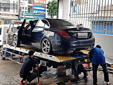 """Máy bơm chạy hết công suất """"giải cứu"""" BMW, Mercedes, Range Rover cùng nhiều ô tô, xe máy ngập nước trong hầm chung cư ở Đà Nẵng"""
