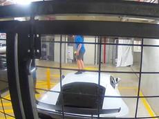 Đại gia tá hỏa khi phát hiện chiếc Lamborghini Huracan của mình bị 2 đứa trẻ phá hoại trong hầm đỗ xe
