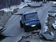 """Đoạn video này chứng minh Jeep CJ-7 là mẫu SUV """"bất khả chiến bại"""""""