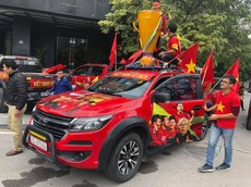 Trước giờ G, khắp đất nước nhuộm một màu cờ đỏ sao vàng trước trận chung kết của đội tuyển Việt Nam