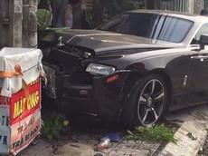 """Rolls-Royce Wraith độc nhất Tây Ninh """"vỡ đầu"""" sau cú tông vào trụ điện"""