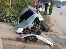 Tuyên Quang: Sập cống bên đường, Ford EcoSport biến dạng đến mức khó nhận ra