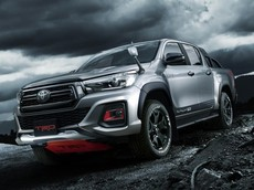Toyota Hilux Black Rally Edition dáng vẻ hầm hố ra mắt ở quê nhà Nhật Bản