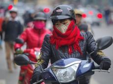 """""""Tuyệt chiêu"""" giữ ấm khi sử dụng xe máy trong những ngày mưa rét"""