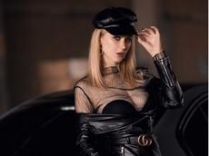 Mãn nhãn trước người mẫu Ukraine khoe thân thể bốc lửa bên BMW 320i M