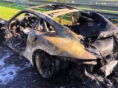 Vụ cháy kinh hoàng này khiến giới mê xe không nhận ra đây chính là siêu xe Porsche 911 GT3 RS 2019