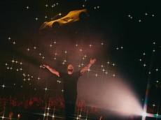 Sự thật phía sau chiếc Ferrari LaFerrari lơ lửng trên không trung trong buổi biểu diễn của rapper Drake