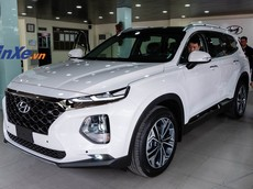 Hyundai Santa Fe 2019 được đưa về đại lý vẫn bị cắt trang bị, khách Việt thất vọng