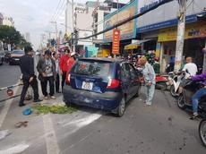 Nhầm chân ga với chân phanh, cụ ông 66 tuổi lái Hyundai Getz đâm hàng loạt xe máy tại TP HCM