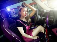 Người đẹp gốc Hoa thả dáng cá tính, trẻ trung bên chiếc Mini độ màu tím chất lừ