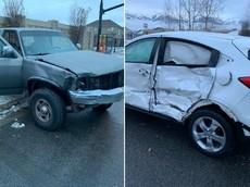 """Nữ tài xế bịt mắt lái xe theo """"Thử thách Bird Box"""" khiến Honda HR-V va chạm với xe bán tải"""