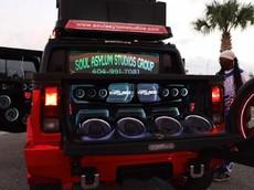 Chào thua chiếc Hummer H2 điên rồ với 86 bộ loa, đủ để nghe thấy từ cách xa 5 km