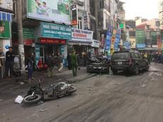 Hà Nội: Ford Escape tông hàng loạt xe máy và đâm nát đầu Mercedes-Benz khiến 1 người tử vong