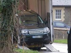 Phu quân của Nữ hoàng Anh nhận chiếc Land Rover khác sau vụ tai nạn khiến chiếc SUV cũ bị hỏng nặng