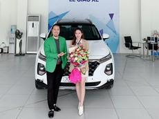 """Chấp nhận """"tiền lạc"""" 120 triệu đồng, danh hài Vượng Râu tậu Hyundai Santa Fe 2019 cho bà xã"""
