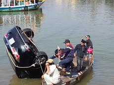 Cãi nhau với vợ, tài xế lao ô tô Toyota Corolla Altis xuống sông Thu Bồn khiến 3 người tử vong