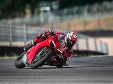 """Ducati Panigale là """"Ông hoàng"""" siêu mô tô của năm 2018"""