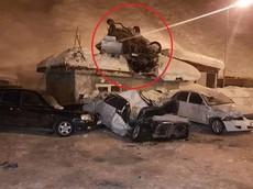 """Xe Mercedes-Benz gây tai nạn ở vận tốc 211 km/h trước khi """"ngửa bụng"""" trên nóc một ngôi nhà"""