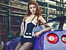 Nissan GT-R độ màu tím đầy vẻ vương giả sánh đôi cùng người mẫu diện đồ bó gợi cảm