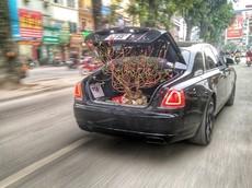 Cuối năm, Rolls-Royce Ghost Black Badge độc nhất Việt Nam làm xe chở đào cho đại gia Hà Nội