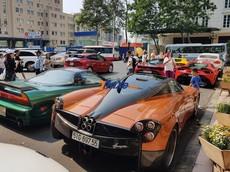 """Ngày đầu tiên Tết Kỷ Hợi cùng nghe dàn siêu xe gần 200 tỷ đồng """"nã pháo"""" trên đường phố Sài thành"""