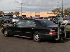 Bật cười trước vẻ xấu xí của chiếc Mercedes S-Class có gắn sừng bò và ống xả khổng lồ