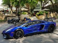 """Mùng 2 Tết, siêu xe Lamborghini Aventador LP750-4 SV từng của Minh """"Nhựa"""" lẻ loi xuất hiện tại cà phê Trung Nguyên"""