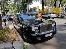 """Hàng hiếm Rolls-Royce Phantom """"Rồng"""" cùng Lexus LX570 mang biển cặp """"thần tài nhỏ"""" du Xuân tại Sài thành"""