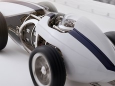L'Epee 1839 Time Fast D8 -  Chiếc đồng hồ để bàn mang hình dáng xe đua