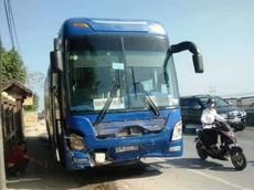 Thanh Hóa: Xe khách đâm xe 7 chỗ, 3 người tử vong