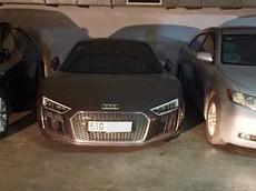 """Siêu xe Audi R8 V10 Plus """"làm bạn"""" với bụi trong hầm đỗ xe khiến không ít người xót xa"""