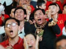 """Đại gia đeo 13 kg vàng nổi tiếng Sài Thành """"tậu"""" 3 chiếc xe phân khối lớn dát vàng trị giá gần 10 tỷ đồng"""