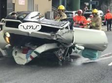 """Siêu xe Ferrari 458 Speciale """"ngửa bụng"""" sau tai nạn trên đường phố Hồng Kông"""