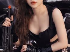 """Nữ chiến binh Thỏ so kè độ nóng bỏng với """"xế nổ"""" Harley-Davidson"""
