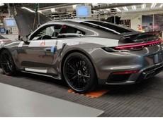Porsche 911 Turbo 2020 bất ngờ bị rò rỉ hình ảnh ngay tại nhà máy sản xuất