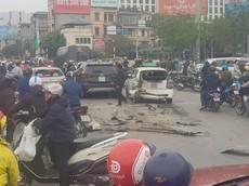 Hà Nội: Hyundai Santa Fe đâm liên hoàn 2 ô tô và 1 xe máy khiến 1 người nhập viện