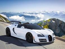 """Nhân viên Bugatti làm mất """"khách sộp"""" vì mãi mới lắp được mui cho Veyron Grand Sport Vitesse"""