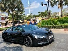 """Cường """"Đô-la"""" lột bỏ bộ áo trắng-xanh của siêu xe Audi R8 V10 Plus"""