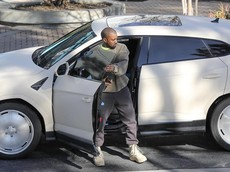 """Chiếc siêu xe Lamborghini Urus """"gớm ghiếc"""" này là của chồng cô Kim """"siêu vòng ba"""""""
