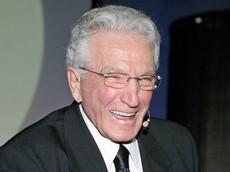 Joe Girard - nhân viên bán xe ô tô vĩ đại nhất lịch sử - qua đời ở tuổi 90