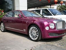 Chiếc Bentley Mulsanne ở Campuchia thuộc phiên bản cũ nhưng cũng gây ấn tượng với phái yếu