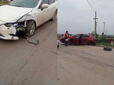 Bắc Giang: Va chạm với Mazda6, SUV hạng sang Lexus NX gãy bánh sau khiến cư dân mạng thắc mắc
